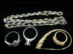 ダイヤ立て爪指輪 プラチナネックレス 金