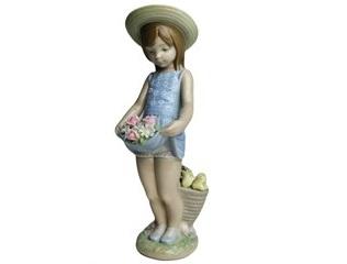 リヤドロ スカートに花いっぱい