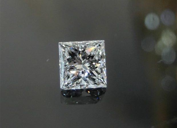 0.45ctのプリンセスカット ダイヤモンドをお買取りさせて頂きました!