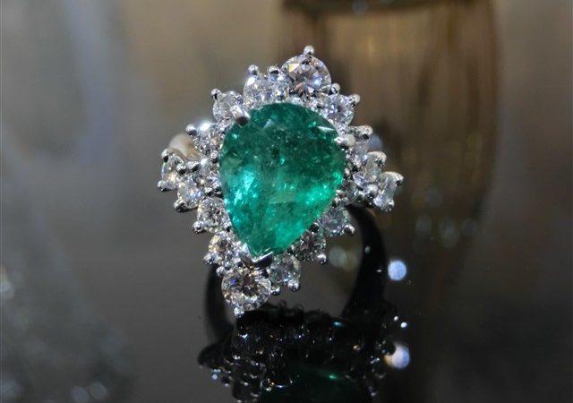 宝石からエメラルドの指輪をお買取させて頂きました。
