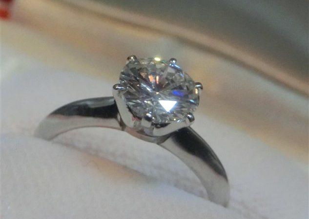 吹田市のお客様から立て爪ダイヤモンドプラチナリング1.001ctをお買取りさせて頂きました!