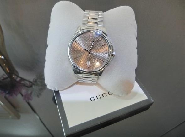 枚方市長尾方面のお客様からグッチメンズ腕時計YA126317をお買取りさせて頂きました