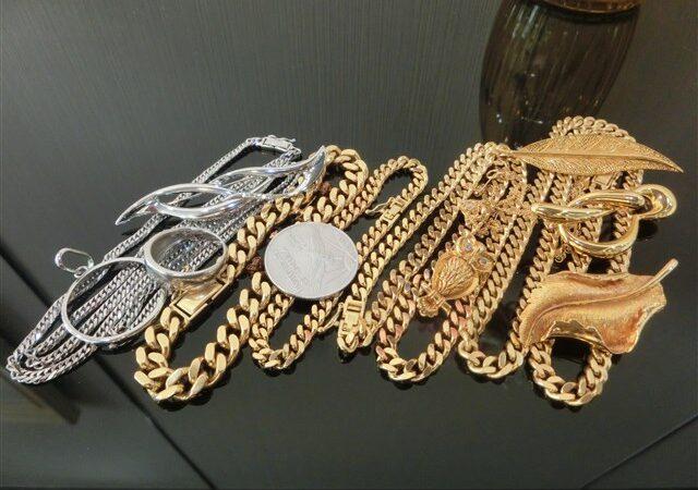 枚方市楠葉方面のお客様から金、プラチナなど貴金属を沢山ご売却頂きました。